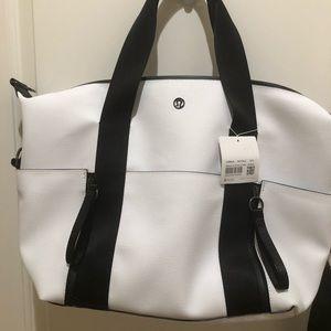 Lululemon NWT BLK/White Return to Form Duffle bag